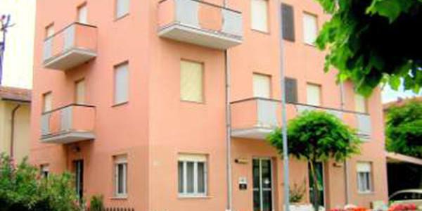 Offerta 2017 a Rimini in autogestione Hotel in autogestione a Torre Pedrera a poca distanza dal centro di Rimini e a soli 100 metri dal mare. Capienza hotel 60/62 […]